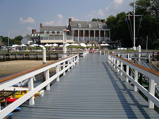 512px-Manhasset_Bay_Yacht_Club_Marina