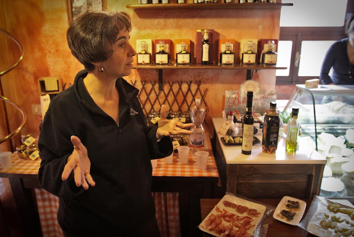 Letizia at assisi food tour